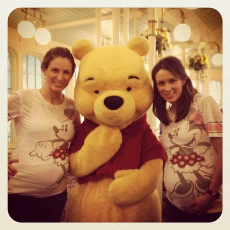 Fue en enero de 2013 cuando Jacky viajó con su hermana Ali a Disney. Ambas estaban embarazadas.