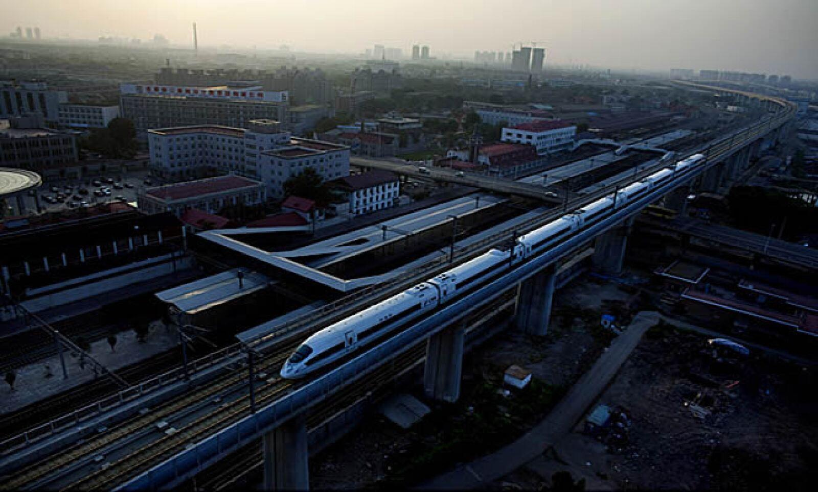 El Tren Bala chino fue inaugurado en enero del 2004, recorre las ciudades de Pudong a Shangai en aproximadamente 30 minutos.