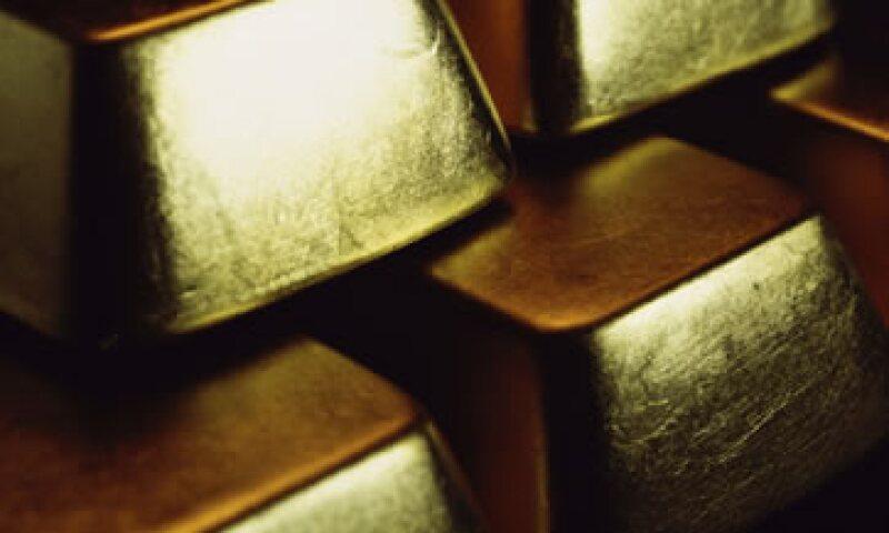 El oro se encamina a su mayor avance mensual desde abril ante las preocupaciones por la eurozona y las negociaciones en EU. (Foto: Photos to Go)
