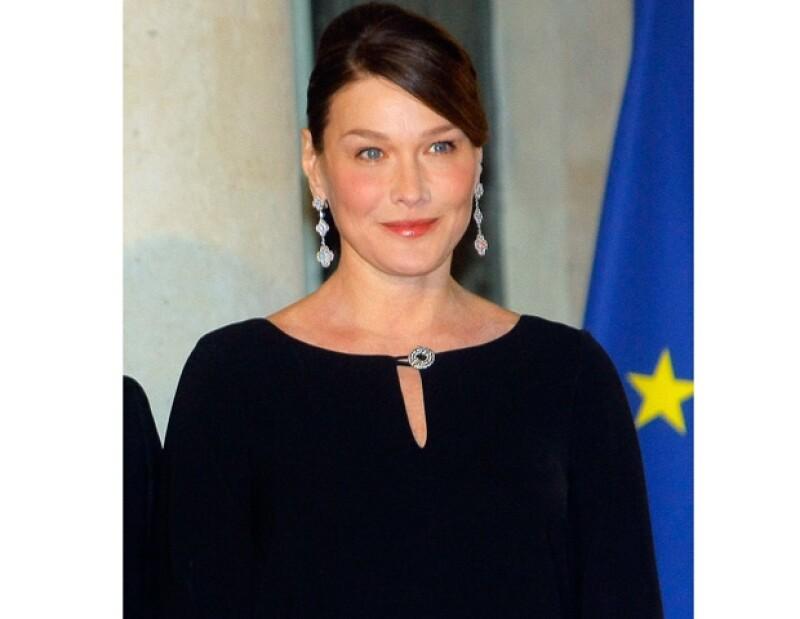Carla Bruni se dice es la mano derecha de su esposo.