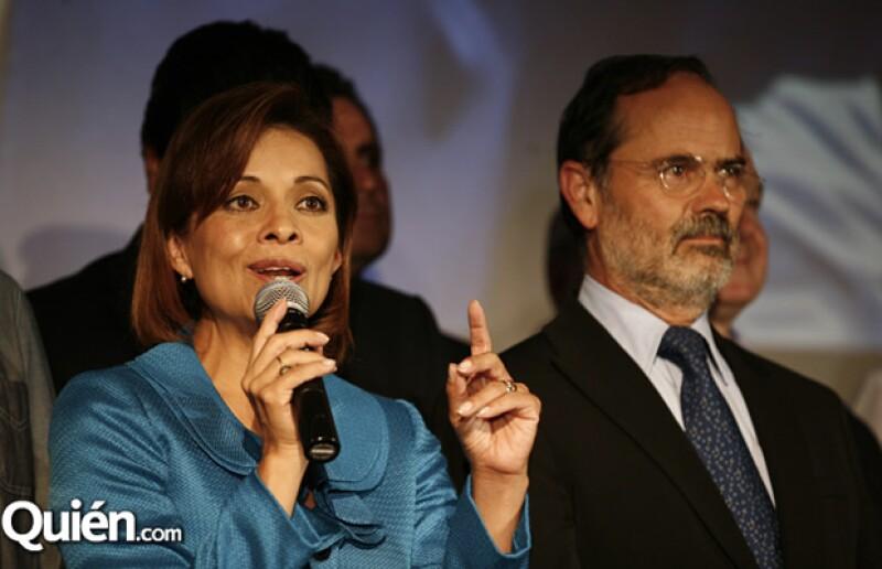 La candidata del PAN aceptó estar atrás en las encuestas y casi lloró al agradecer el apoyo de su familia.