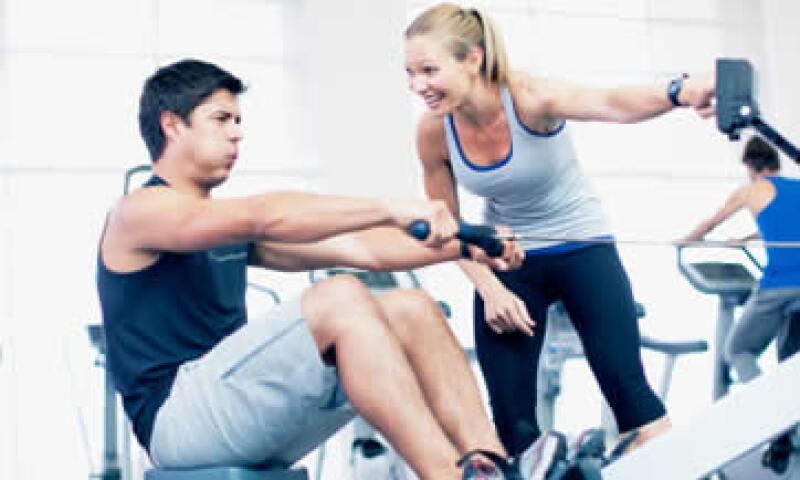 Contempla el gimnasio y la atención nutricional en tu presupuesto de gastos fijos. (Foto: Getty Images)