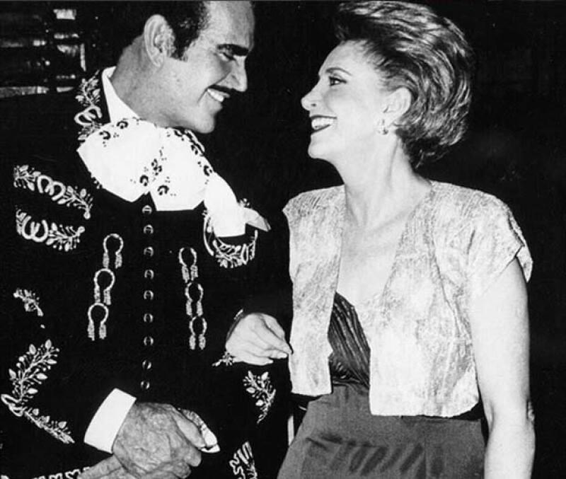 Don Vicente Fernández también dedicó un especial mensaje a su esposa y madre de sus hijos, con esta foto, de cuando ambos eran jóvenes.