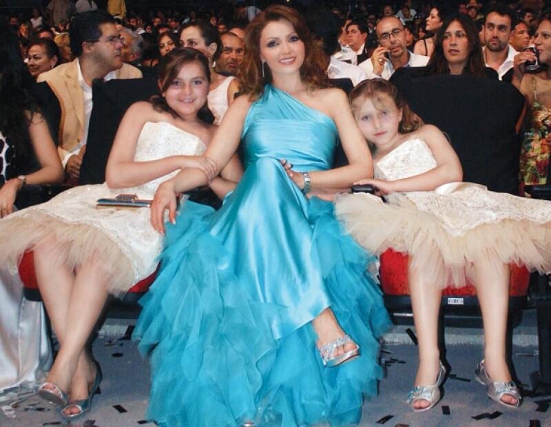 Angélica Rivera con sus hijas aún niñas