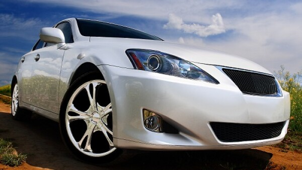 auto blanco deportivo