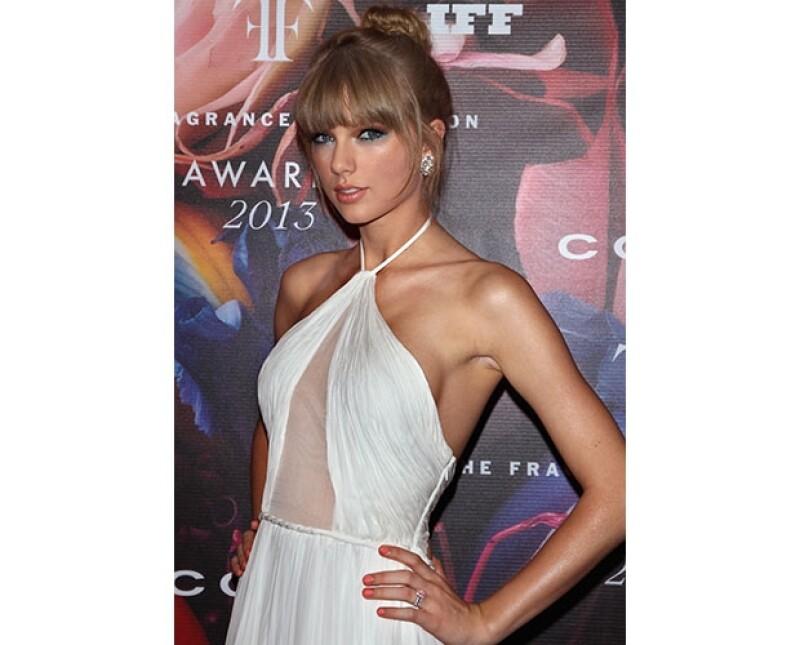 Taylor Swift pasó un momento vergonzoso mientras disfrutaba de haberse colado a la boda de Kyle Kennedy y la madre de esta le pidiera retirarse.