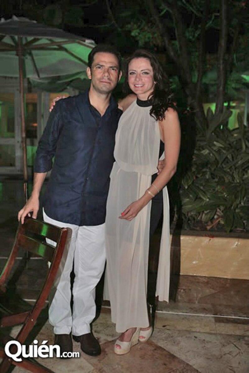 Él es Gerardo Casanova, pareja de la actriz y el padre de su hijo León.