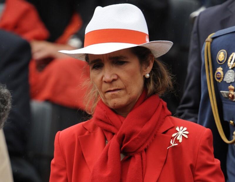 La hija mayor del rey Juan Carlos de España ha vuelto a causar polémica al ser captada al lado de su jefe, con quien se le ha vinculado sentimentalmente.