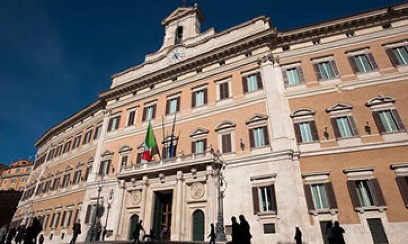 La calificadora S&P rebajó la nota crediticia de Italia a corto y largo plazo. (Foto: Cortesía CNNMoney)