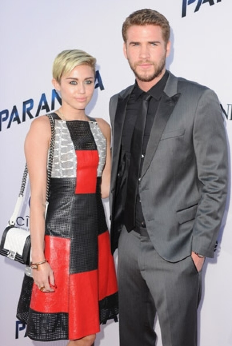 """Ayer los actores acudieron a la premiere de """"Paranoia"""" la nueva película de Hemsworth. Aunque la aparición de ambos causó furor, hay quienes aseguran que no se veían conectados."""