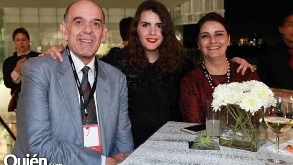 Javier,Cecilia y Cecilia Amigo