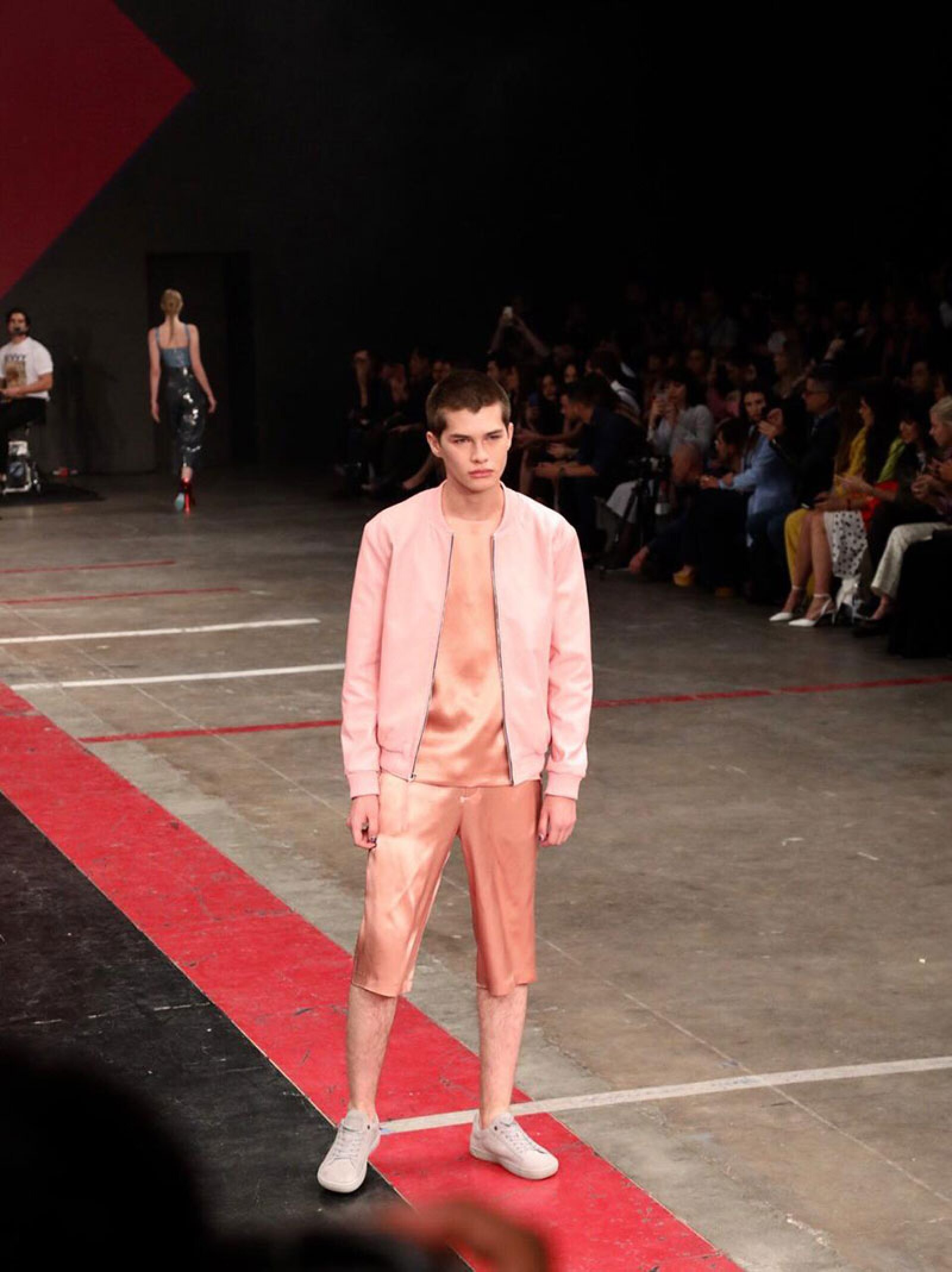 Desfile-Alexia-Ulibarri-MBFWM-Runway-pink-look-menswear