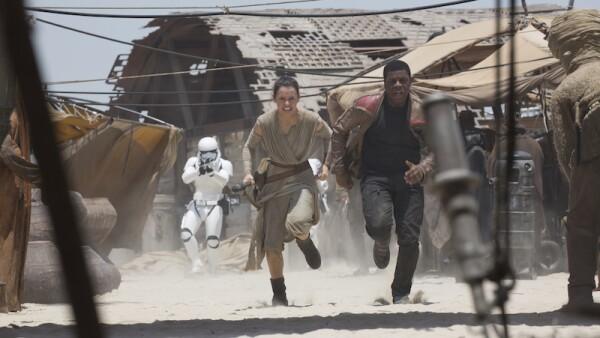 Las especulaciones sobre quiénes son los padres del nuevo personaje principal de Star Wars no han parado desde 'El Despertar de la Fuerza'.