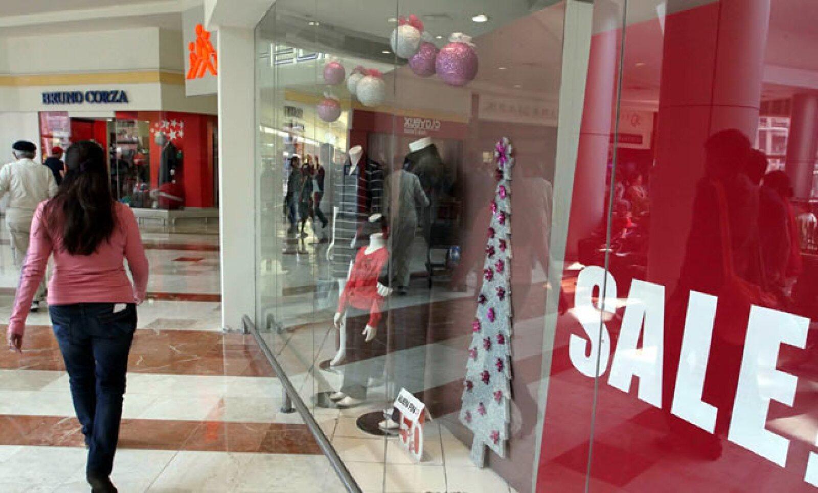 Las tiendas hacen su 'agosto' en pleno noviembre aprovechando la gran afluencia de personas en busca de las mejores ofertas.