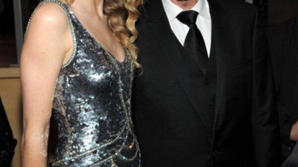 La guapa cantante de country Taylor Swift se acercó a saludar al ex presidente Bill Clinton durante el evento de Time.