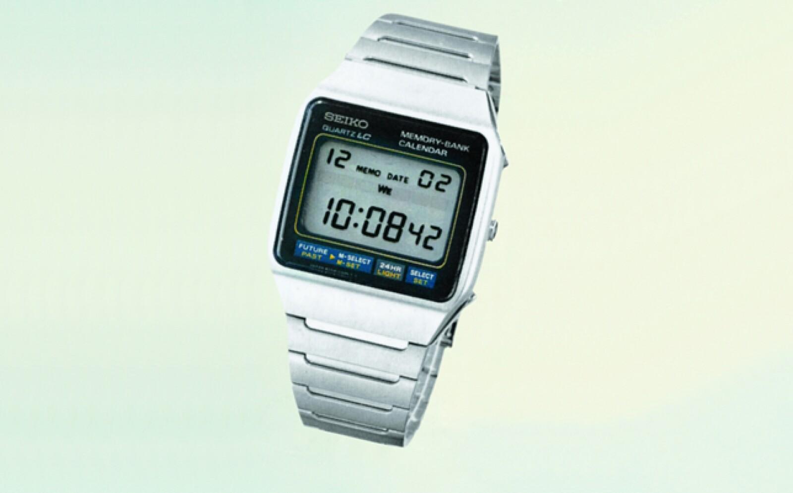En Moonraker (1979) Bond aprovecha no sólo la precisión de su reloj a cuarzo, sino el compartimento secreto con explosivos.