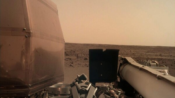 La sonda InSight se posa en Marte y envía su primera foto