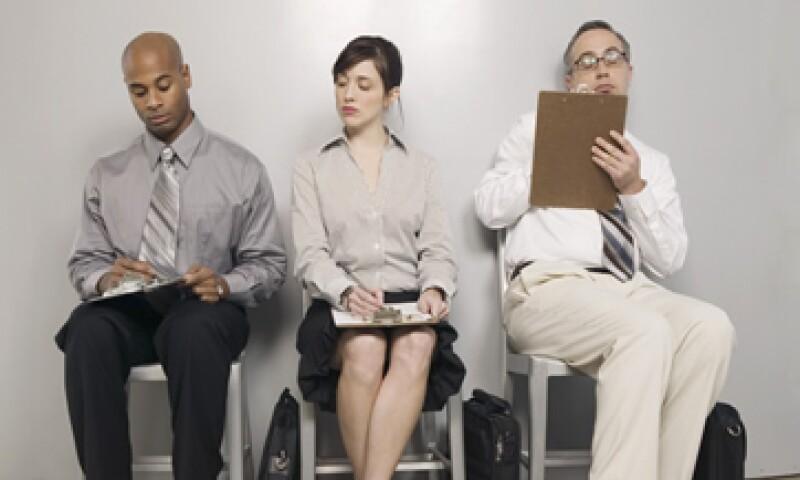 Con la elevada tasa de desempleo en EU, las firmas no se sienten presionadas para subir sus sueldos. (Foto: ThinkStock)