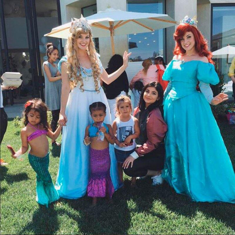 Las hijas de Kim y Kourtney Kardashian han regalado a los niños del Children&#39s Hospital de Los Ángeles parte de los juguetes de su fiesta de cumpleaños.
