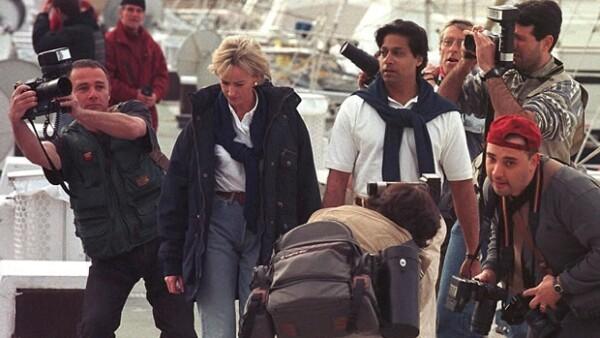 El doctor Hasnat Khan, quien tuviera una relación con la princesa Diana de Gales, rechaza que la película `Diana´ protagonizada por Naomi Watts, sea fidedigna.