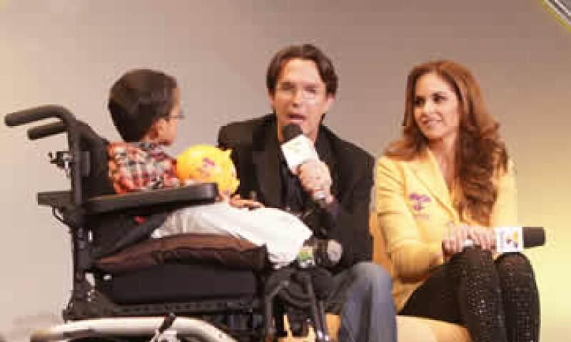Fernando Landeros (centro) es el presidente de la Fundación Teletón. (Foto: Cuartoscuro)