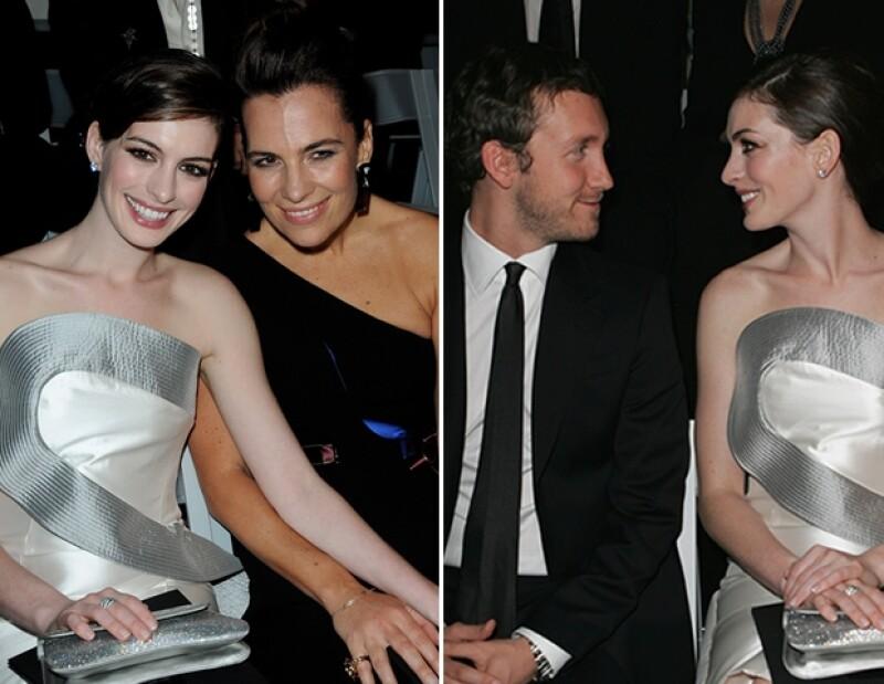Anne Hathaway es buena amiga de Giorgio Armani y su esposa Roberta, y asiste a sus desfiles sin cobrar.