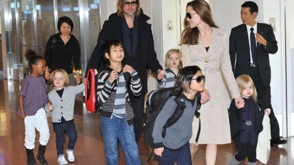 El portal E! online informó sobre los rumores acerca de que Brad Pitt y su esposa podrían estar esperando a su séptimo hijo, luego de tener tres adoptados y tres biológicos.
