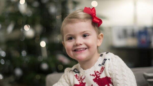 Como cada año, la Casa Real de Suecia reveló algunas imágenes de la princesa Estelle celebrando la Navidad.