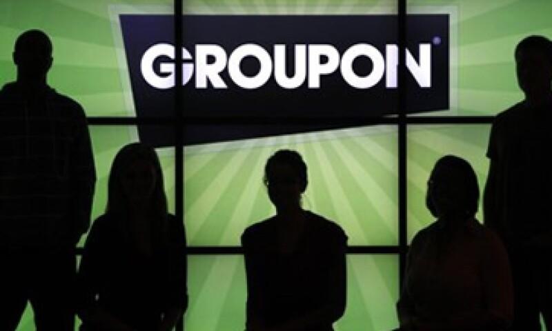 Groupon reportó una ganancia neta pro-forma -que excluye los gastos de opciones- de 2 centavos por acción. (Foto: AP)
