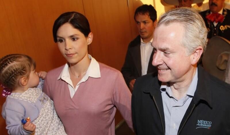 El abogado de 57 años se convertirá en padre junto a su esposa Paulina Velasco.
