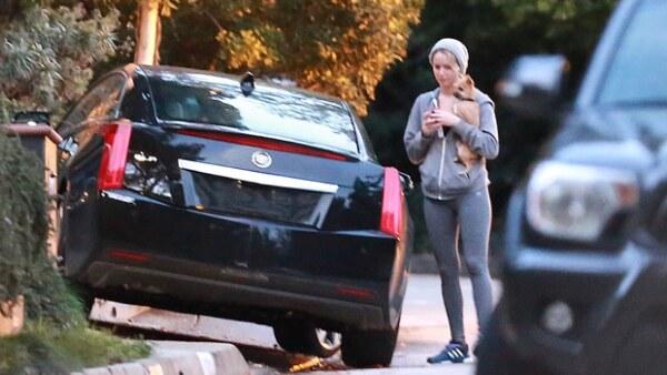 Al parecer la estrella de Hollywood ha superado su ruptura con Chris Martin, pues fue vista saliendo de la casa del productor Gabe Polsky.