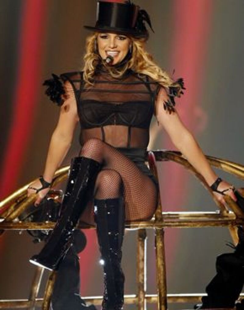 La cantante invitará a la Reina del Pop a que la acompañe en su tour: The Circus Starring.