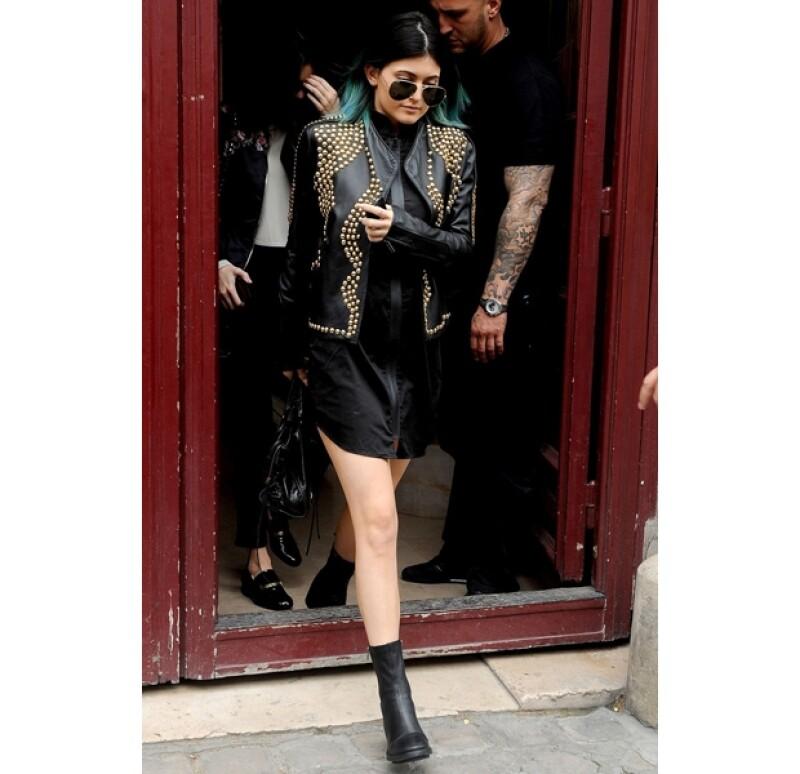 Kylie Jenner resaltó con un look parecido al estilo de su hermana Kendall.