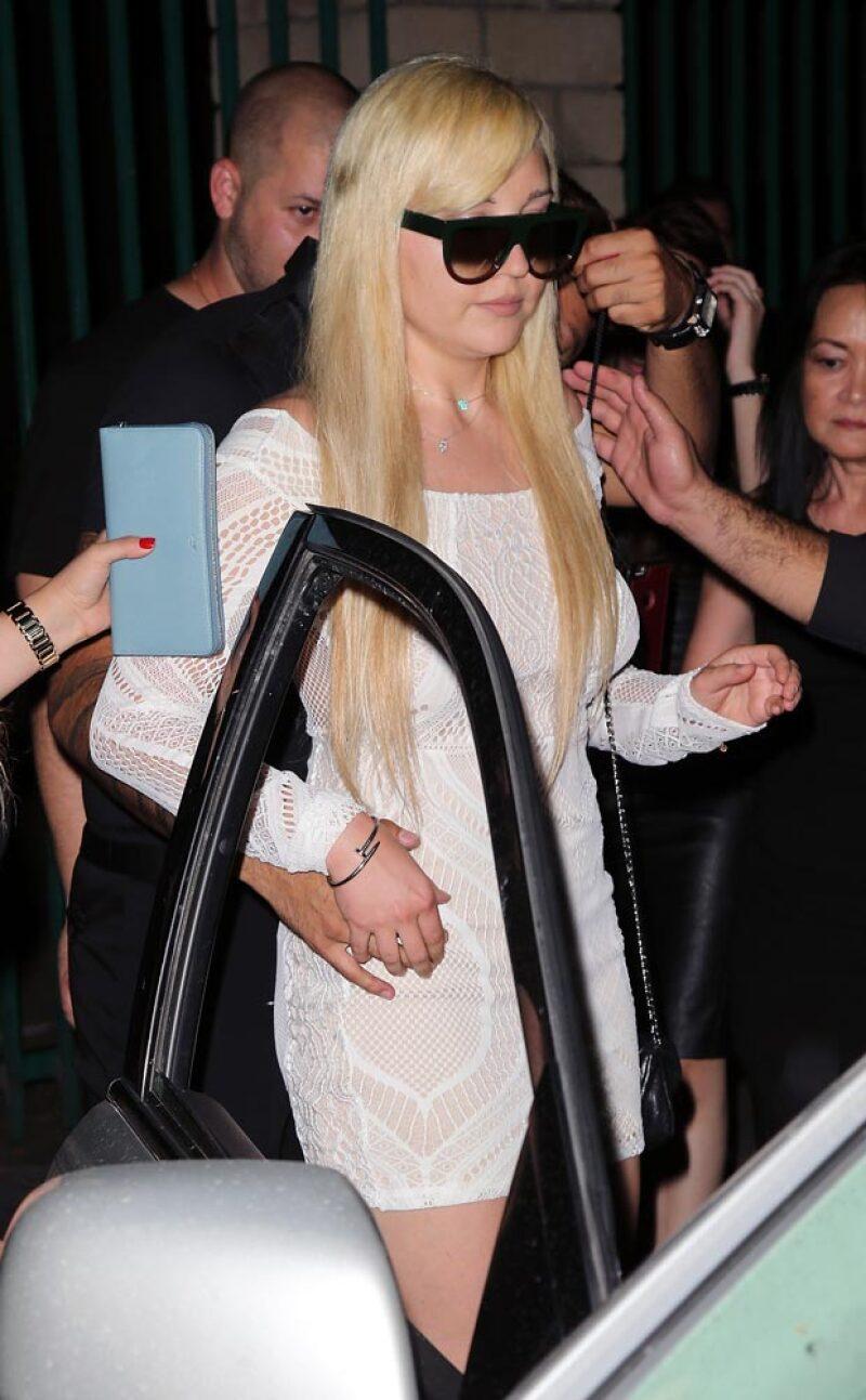 La actriz reapareció siendo el centro de atención de los paparazzi.