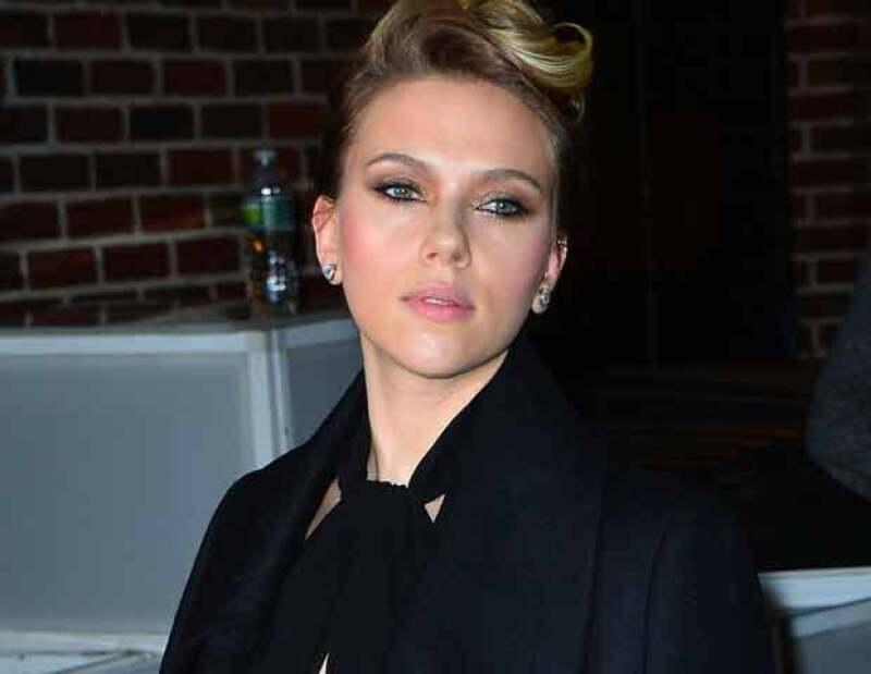 La actriz estadunidense fue ovacionada de pie, en el estreno de la obra `La gata sobre el tejado de zinc caliente´ en la cual da vida a `Maggie´.