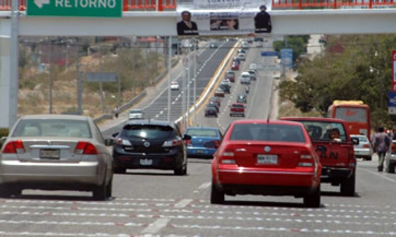 El Decreto que regula la entrada de vehículos usados de EU a México, será un factor adicional que aumente las ventas de automotores en el mercado interno. (Foto: Notimex)