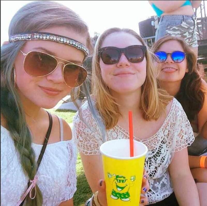 Ava junto a sus amigas en el Festival de Coachella.