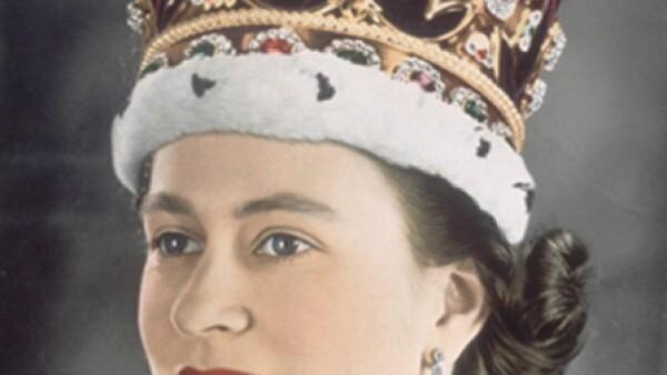 La soberana del Reino Unido festejará durante este fin de semana su Jubileo de Diamante, en el que celebra 60 años al trono. El 2 de junio de 1953, día que fue oficialmente nombrada Reina de Inglaterra lució la corona Imperial de Estado.