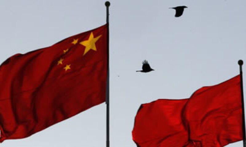 Analistas dicen que un yuan más flexible también favorece a China en momentos de turbulencias financieras. (Foto: AP)
