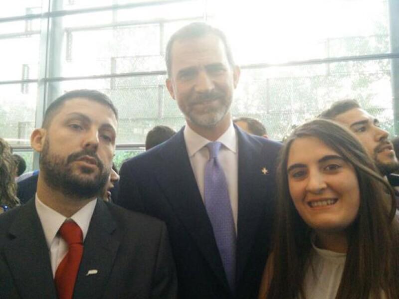 Muy sonriente y accesible, así se mostró el rey de España, quien junto con su esposa, llegará el domingo a México.