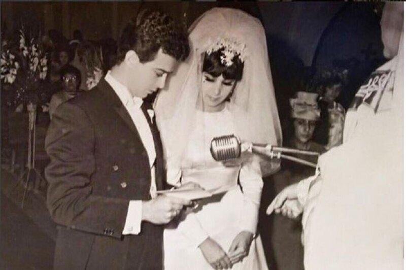 Andrea compartió orgullosa que sus papás cumplián 50 años de casados.