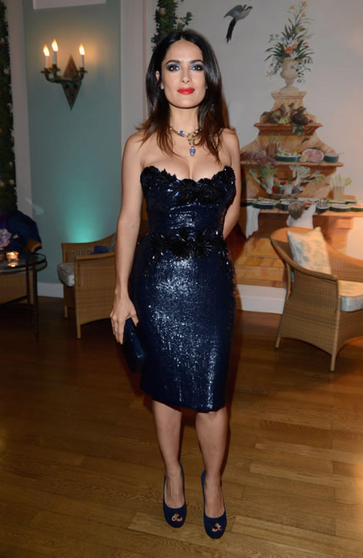 Para la fiesta de Vanirty Fair en Cannes 2012 resaltó sus curvas con un minivestido con aplicaciones de lentejuelas de la casa italiana, Gucci.