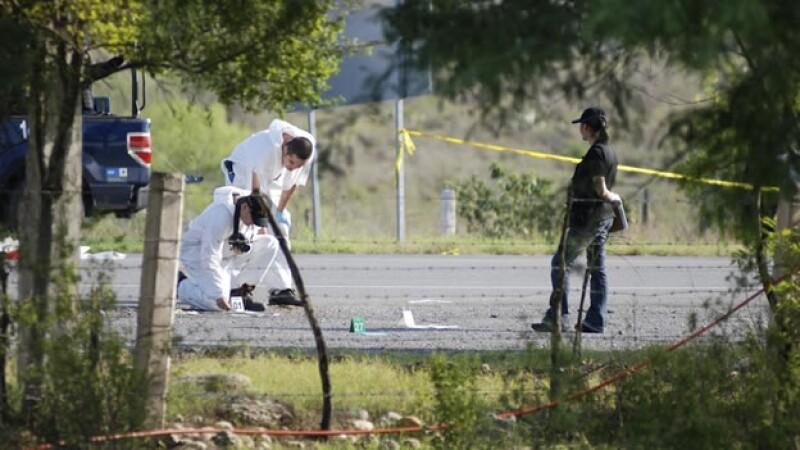 Personal forense recoge 49 cuerpos en Nuevo León