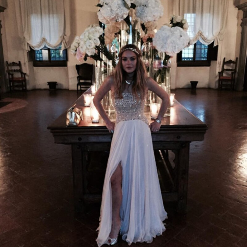 La estrella sabe cómo llamar la atención, y en la boda de su amigo Justin Etzin con la modelo Lana Zakocela en Italia, no fue la excepción.