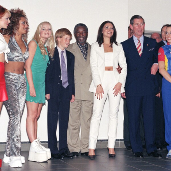 En 1997 El príncipe Carlos y el príncipe Enrique, así como Nelson Mandela se reunieron con el famoso grupo británico.