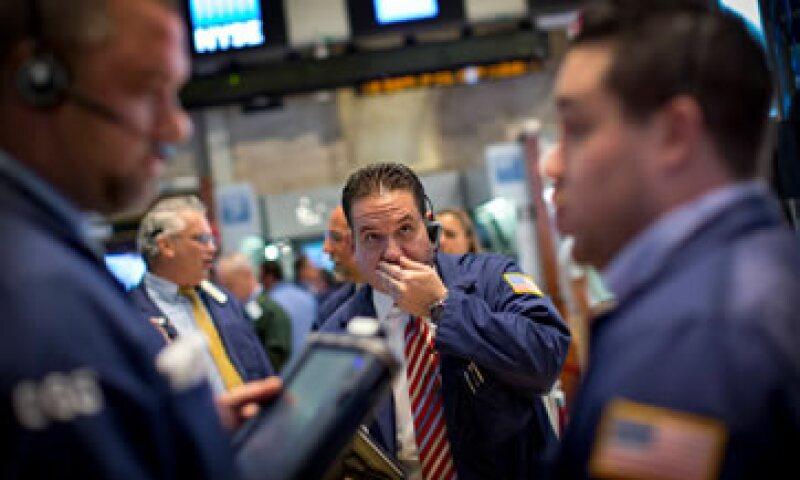 El Dow Jones baja 0.30% al inicio de la jornada. (Foto: Reuters)