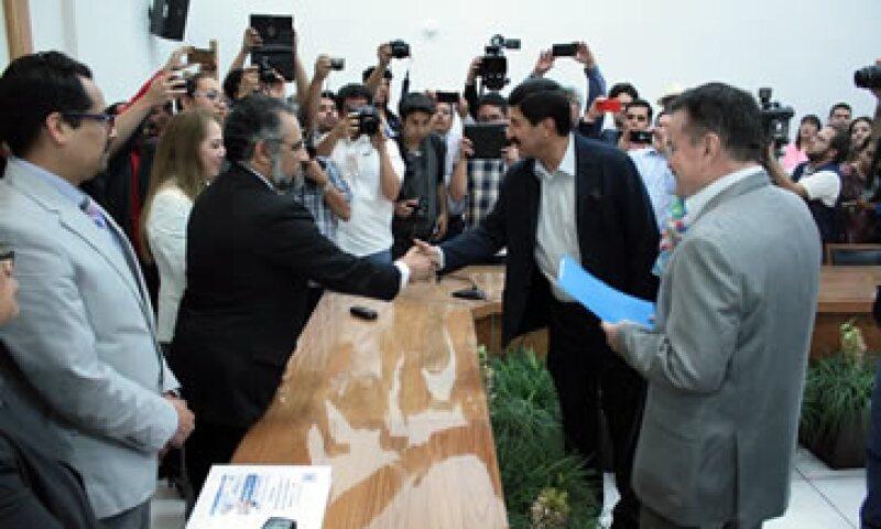 Javier Corral ha mencionado que declinaría a favor del independiente José Luis Barraza para evitar el triunfo del PRI. (Foto: Cortesía/ IEE)