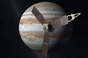 Hace unos días fue un momento histórico en que la sonda Juno, enviada por la NASA, llegó a la órbita de Júpiter, pero sin tripulación. Sin embargo, unos conductores peruanos afirmaron lo contrario.