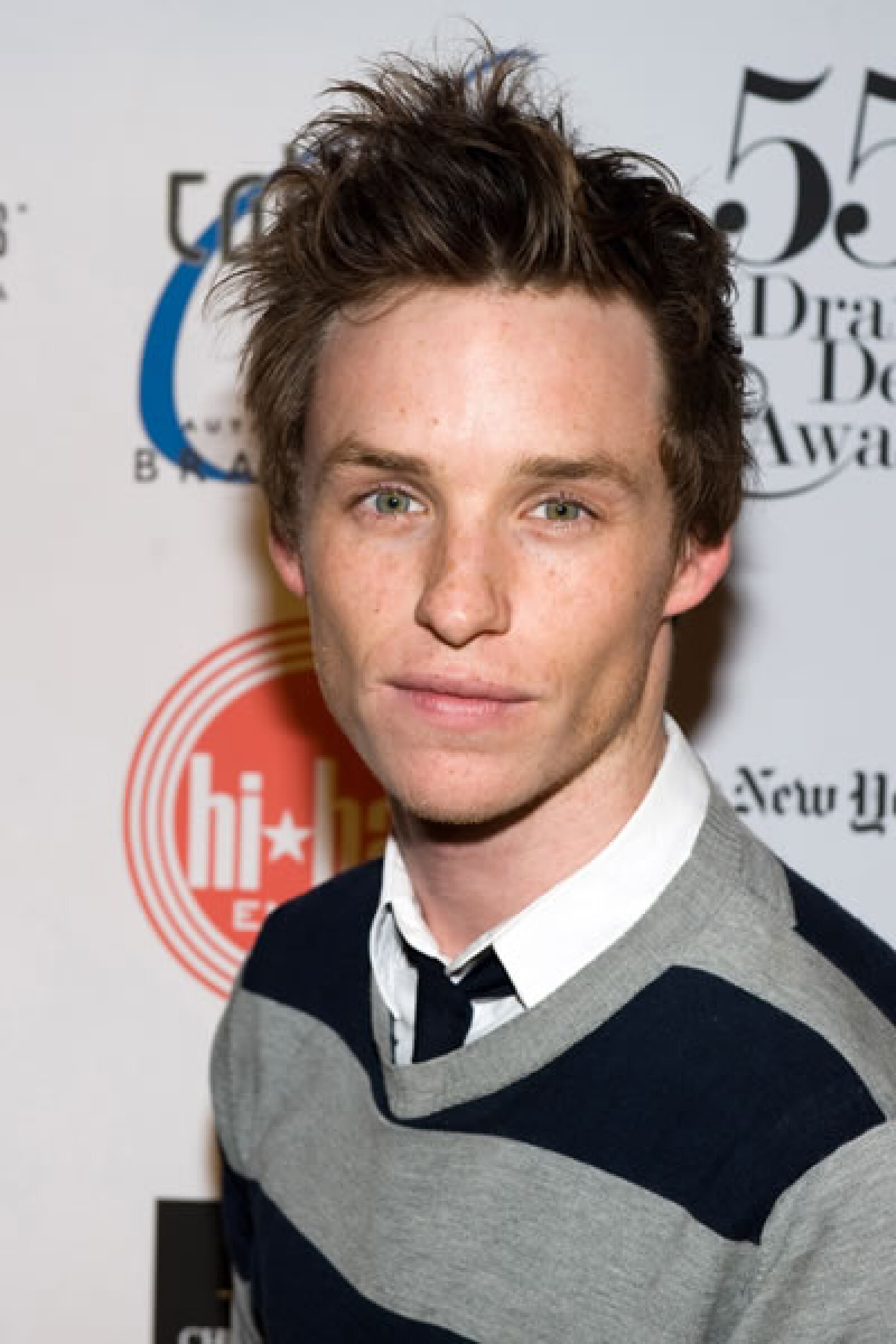 Este guapo de ojos verdes es Eddie Redmayne, a quien recordamos por `The Other Boleyn Girl´.