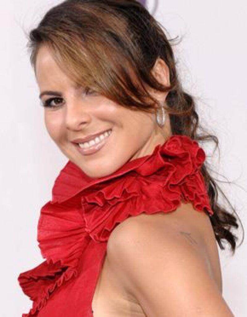 La mexicana, junto con el actor Guy Ecker realizará una telenovela para Internet.